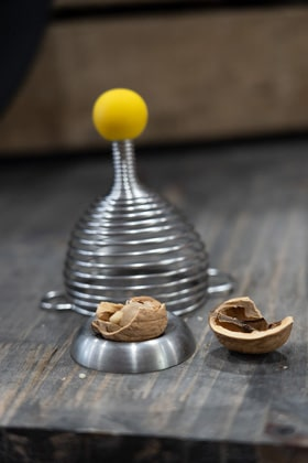 La petite cocotte Verdun : casse noix ressort