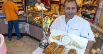 Patrick Renaud avec le prix du meilleur pâté lorrain