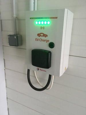 Bornes rechargement de véhicules électriques en Meuse avec Solar Tech